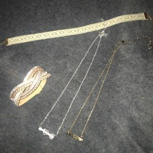 4 pieces of Jewelry